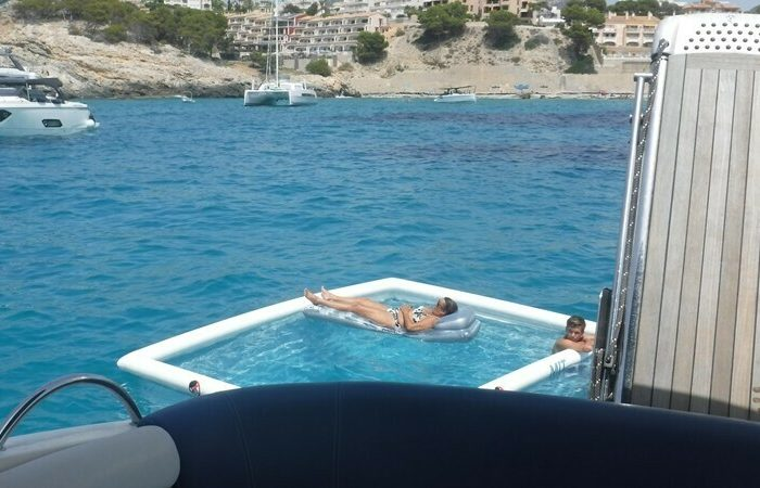 Sealine 38 anti jellyfish pool mallorca